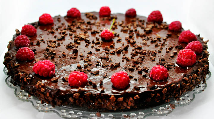 Tort raw vegan de ciocolata cu zmeura Raw Vegan Chocolate and Raspberry Cake
