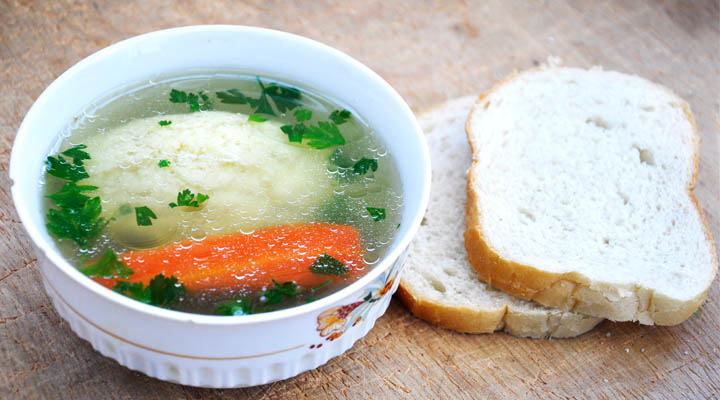 Clear Veggie Soup with Semolina Dumplings Bread | Supa cu galusti
