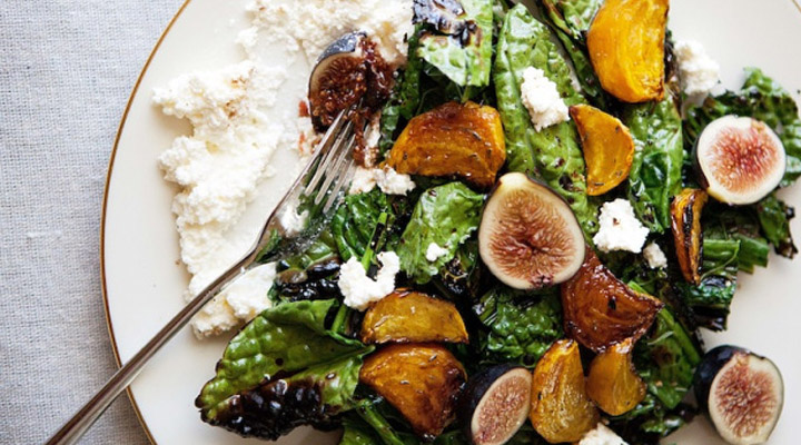 Grilled kale salad with beets, figs, and ricotta | Salata de kale, sfecla, smochine si ricotta