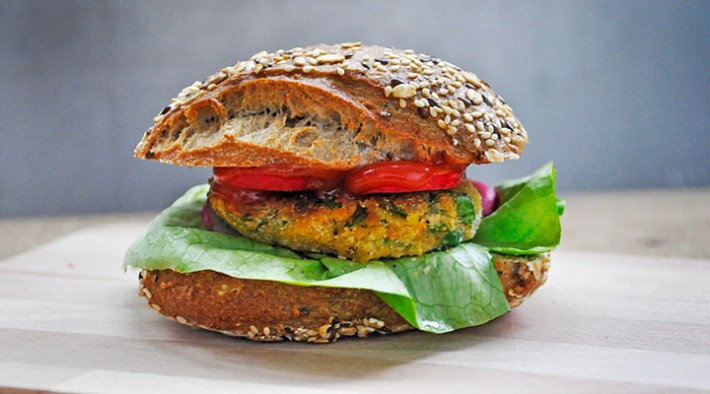 Chiftelute de linte rosie | Red Lentil Veggie Burger Patties with Greens