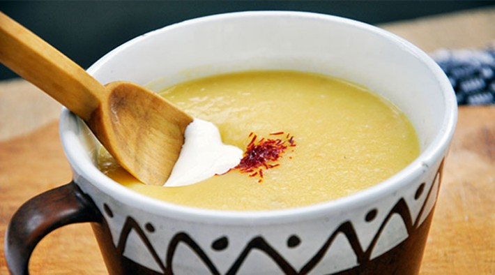 Yellow Peas Soup with Saffron and Crispy Croutons | Supa crema de mazare galbena