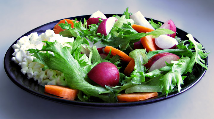 Tips On Staying On A Healthy Vegetarian Diet in College University Salad