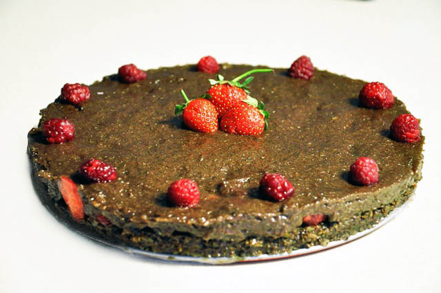 Raw Vegan Chocolate and Strawberry Cake Dessert