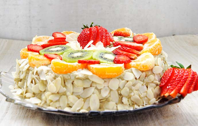 Gluten-Free Vanilla Cake with Fruits Banana-Cashew Cream