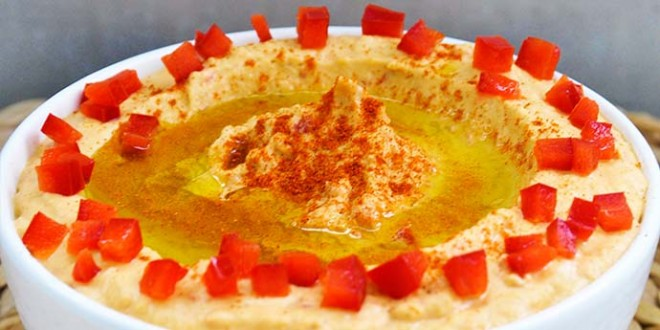 Roasted Red Bell Pepper Hummus | Gourmandelle.com