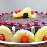 Gluten-Free Chocolate Cake with Berries and Pineapple tort fara gluten cu ciocolata