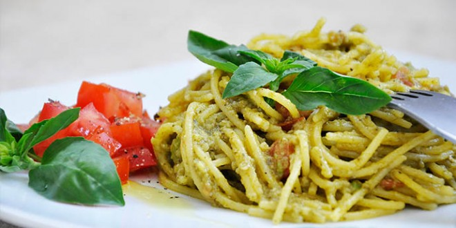 Creamy-Avocado-Pasta-Spaghete-fara-gluten-cu-avocado-busuioc-reteta ...