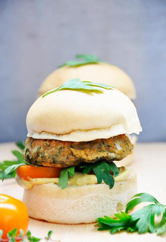 Gluten-Free Lentil Sweet Potato Burgers Burger vegetarian cu linte si cartof dulce reteta