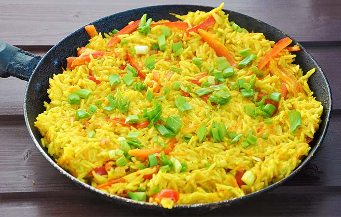 Curry Coconut Thai Rice with Peppers Orez Thailandez in Sos de Curry ...