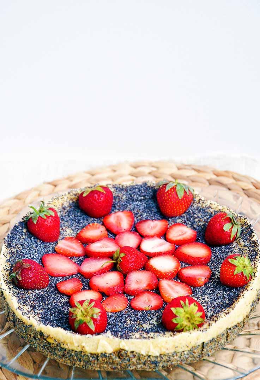 No Bake Vegan Poppy Seed Cheesecake vegan cu mac si capsuni fara coacere