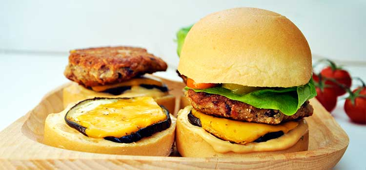 Protein-Rich-Red-Beans-and-Quinoa-Sliders-Mini-burgeri-cu-quinoa-fasole-rosie