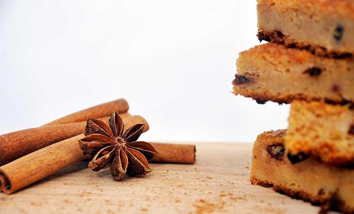 fresh apple cake-cinnamon-prajitura-umeda-cu-mere