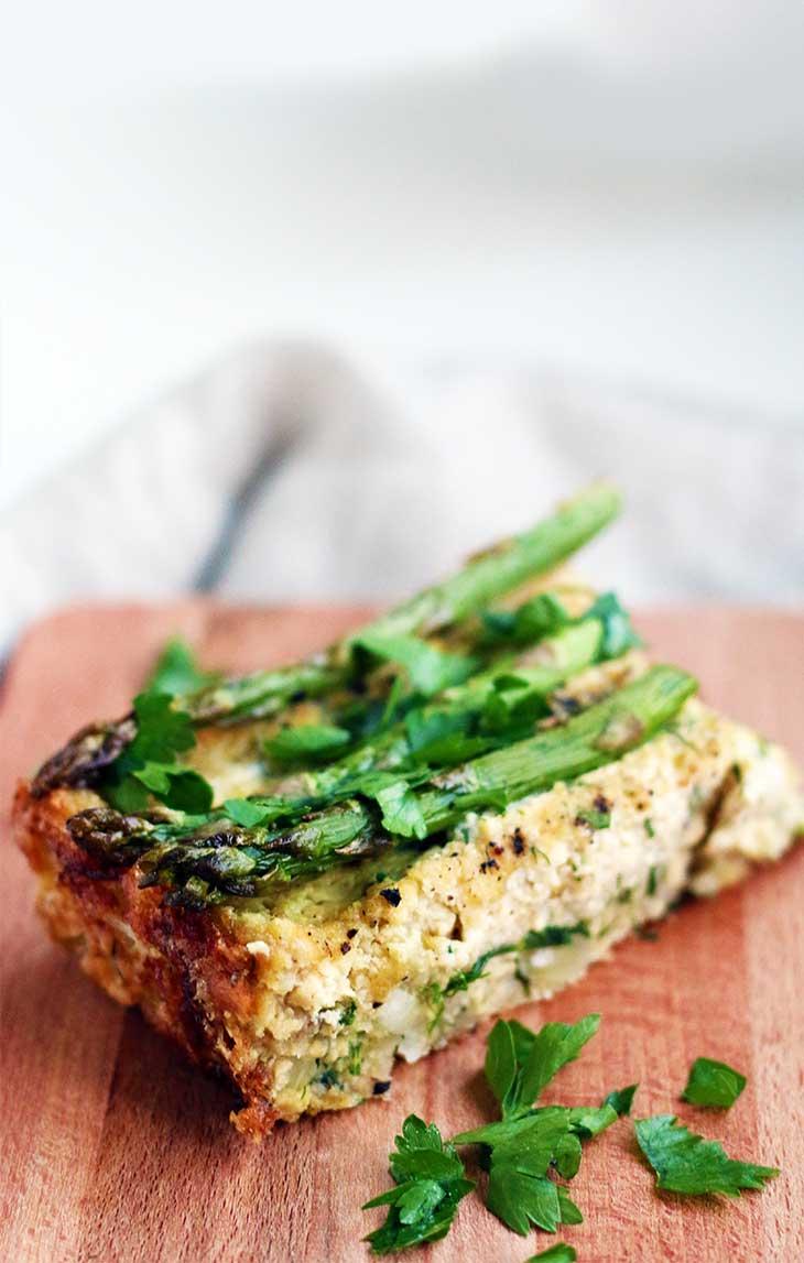 Vegan Crustless Asparagus Quiche fara-crusta-cu-asparagus