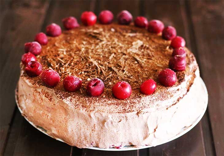 Vegan Chocolate Cherry Cake Black Forest Cake tort vegan cu visine si ...
