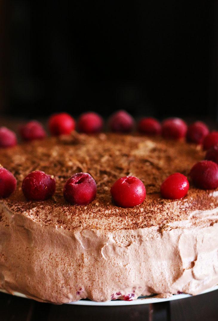 Vegan Chocolate Cherry Cake Black Forest Cake tort vegan cu visine si ciocolata padurea neagra