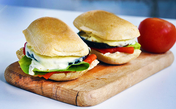 Grilled-Eggplant-Sandwich-Sandvis-cu-vanata-la-gratar