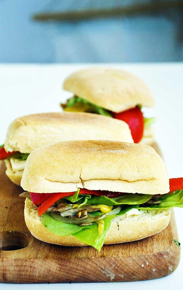 Vegan-Steak-Sandwich-Sandvis-cu-ciuperci-la-gratar