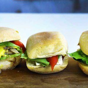 Vegan-Steak-Sandwich-Sandvis-vegan-cu-ciuperci-la-gratar