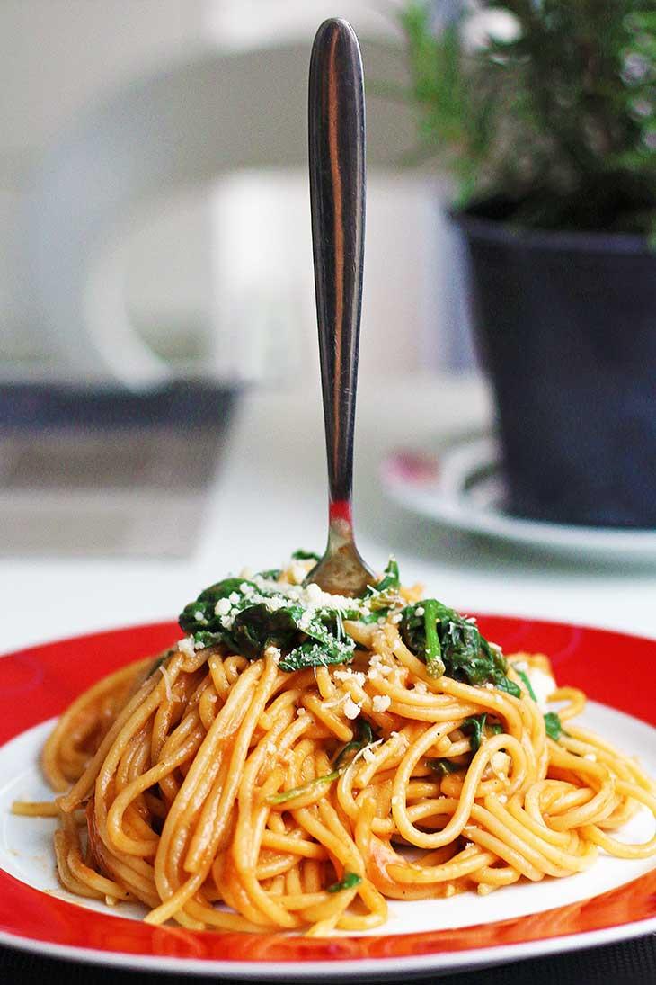 One-Pot-Italian-Pasta-Spaghete-cu-Spanac-si-Rosii