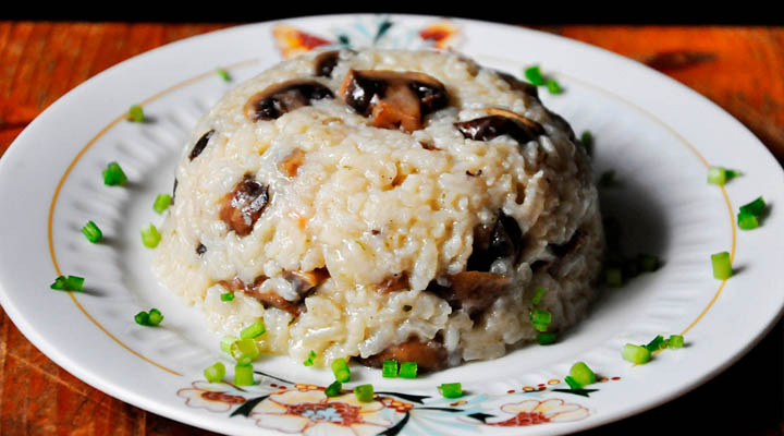 Brown Rice Mushroom Pilaf cu ciuperci