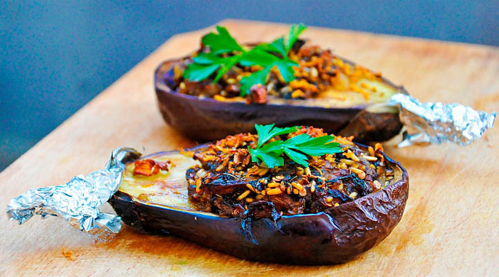 Stuffed Aubergines with Garlic Sauce Vegan Recipe | Vinete umplute