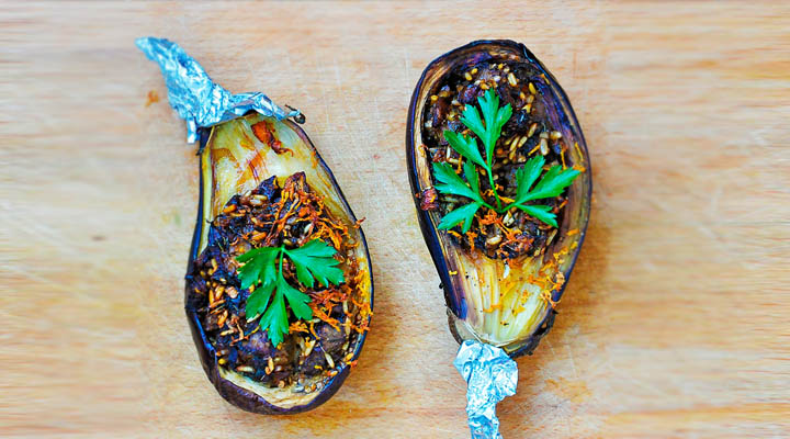 Stuffed Eggplants with Garlic Sauce