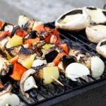 Veggie Skewers and Mushrooms on the Grill | Frigarui vegetariene