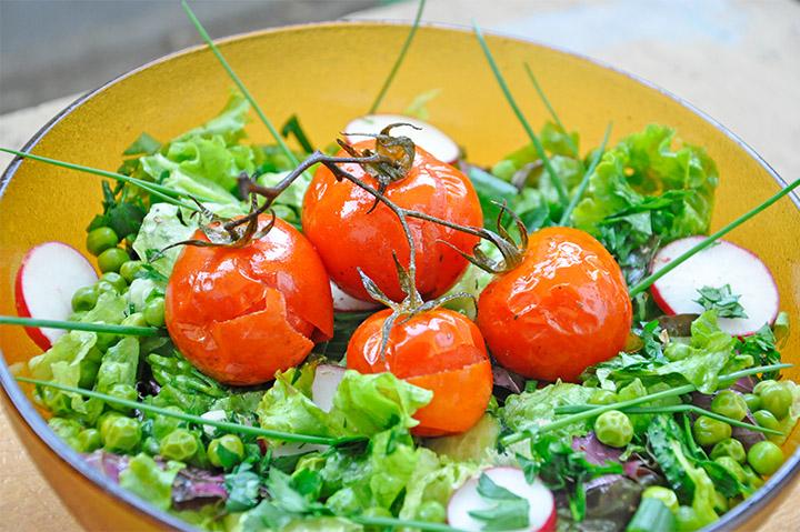 Salata de vara cu rosii coapte
