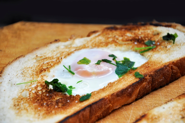 Egg-in-a-Hole Egg Toast Breakfast recipe