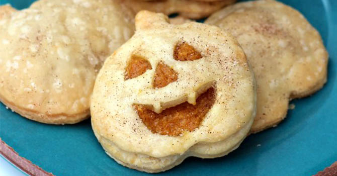 halloween desserts recipes Pumpkin Pie Pockets