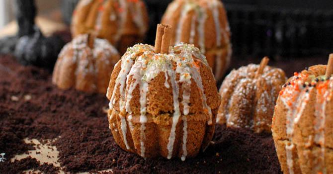 Rustic Mini Pumpkin Cakes Halloween Desserts Recipes