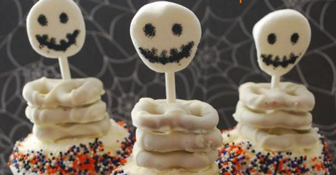 Spooky Skeleton Cupcakes