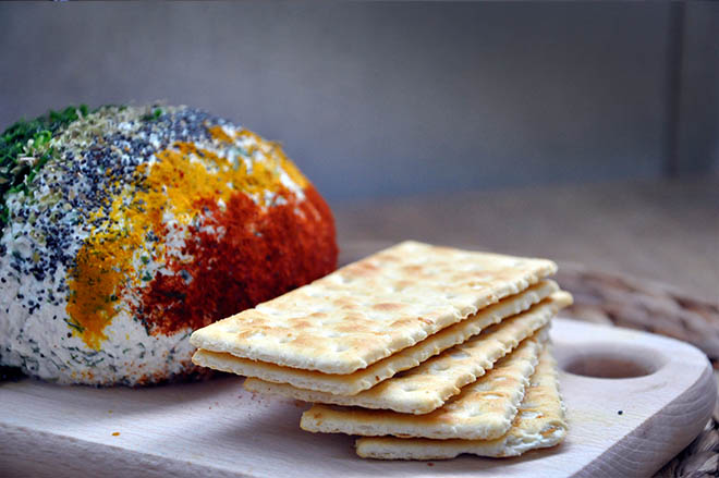 Ricotta Cheese Ball with Spices and Herbs crackers