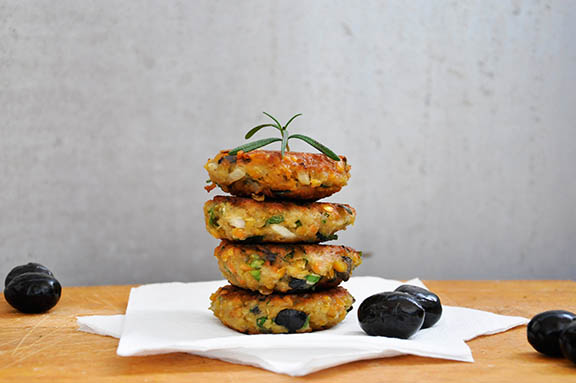 Chiftelute de linte cu masline si verdeturi Lentil Patties with Olives and Herbs