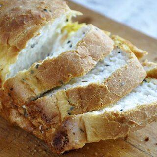 Gluten-Free Bread with Black Cumin Paine fara gluten cu negrilica fluffy