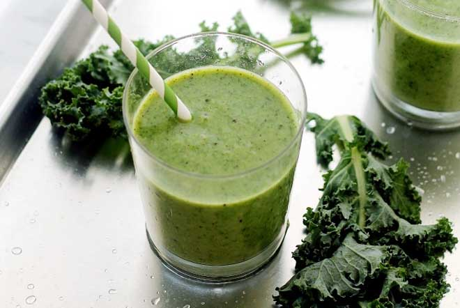 Banana Kiwi and Kale Smoothies