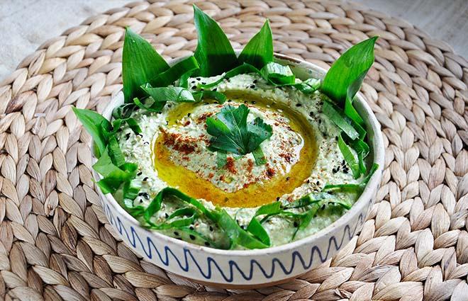 Wild Garlic Hummus Hummus cu leurda