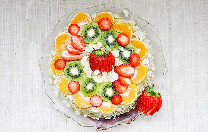 Gluten-Free Vanilla Cake with Fruits Banana-Cashew Cream recipe