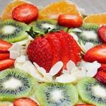 Gluten-Free Vanilla Cake with Fruits Tort fara gluten de vanilie