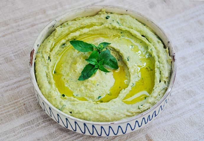 Basil Pesto Hummus vegan