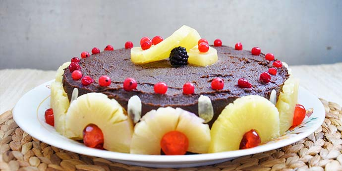 Gluten-Free Chocolate Cake with Berries and Pineapple tort fara gluten cu ciocolata