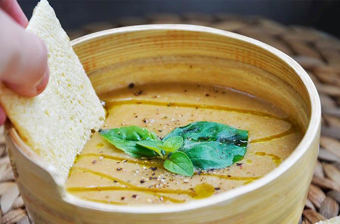Creamy Sweet Potato Soup ginger supa crema de cartofi dulci ghimbir crackers