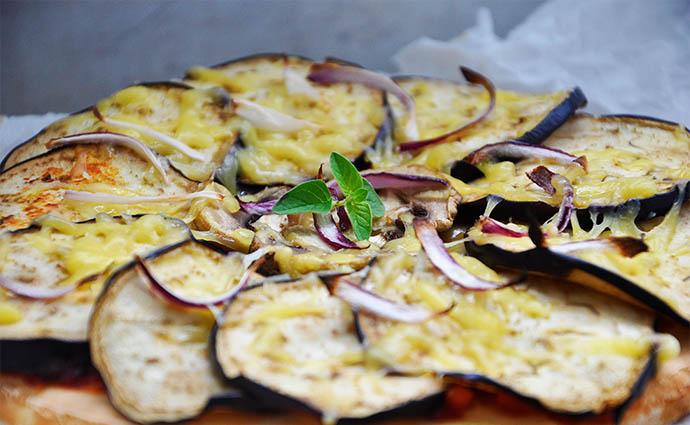 Gluten-Free Vegan pizza vegana fara gluten de vinete