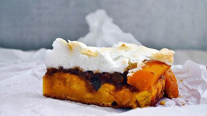 Sugar-Free Meringue Tart with Apricots Gluten-Free Dairy-Free slice