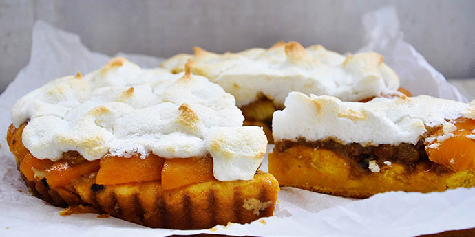 Sugar-Free Meringue Tart with Apricots Gluten-Free Dairy-Free