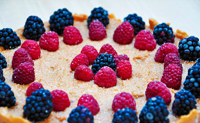 No Bake Citrus Cake with Berries Tort de citrice zmeura mure vegan