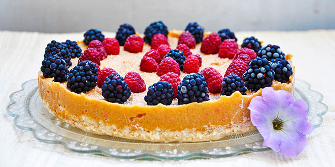 No Bake Citrus Cake with Berries Tort de citrice zmeura mure