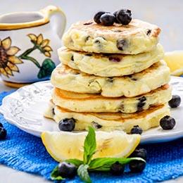 Pancakes cu lamaie si afine fara gluten