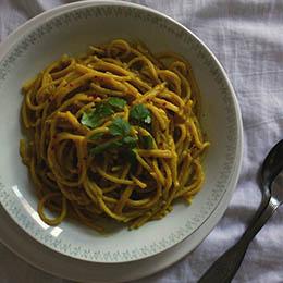 Spaghetti cu sos de avocado și lămâie fără gluten
