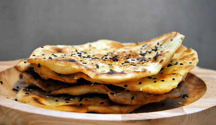 Gluten-Free Flatbread with Sesame Parathas Lipii fara gluten cu susan la tigaie simple